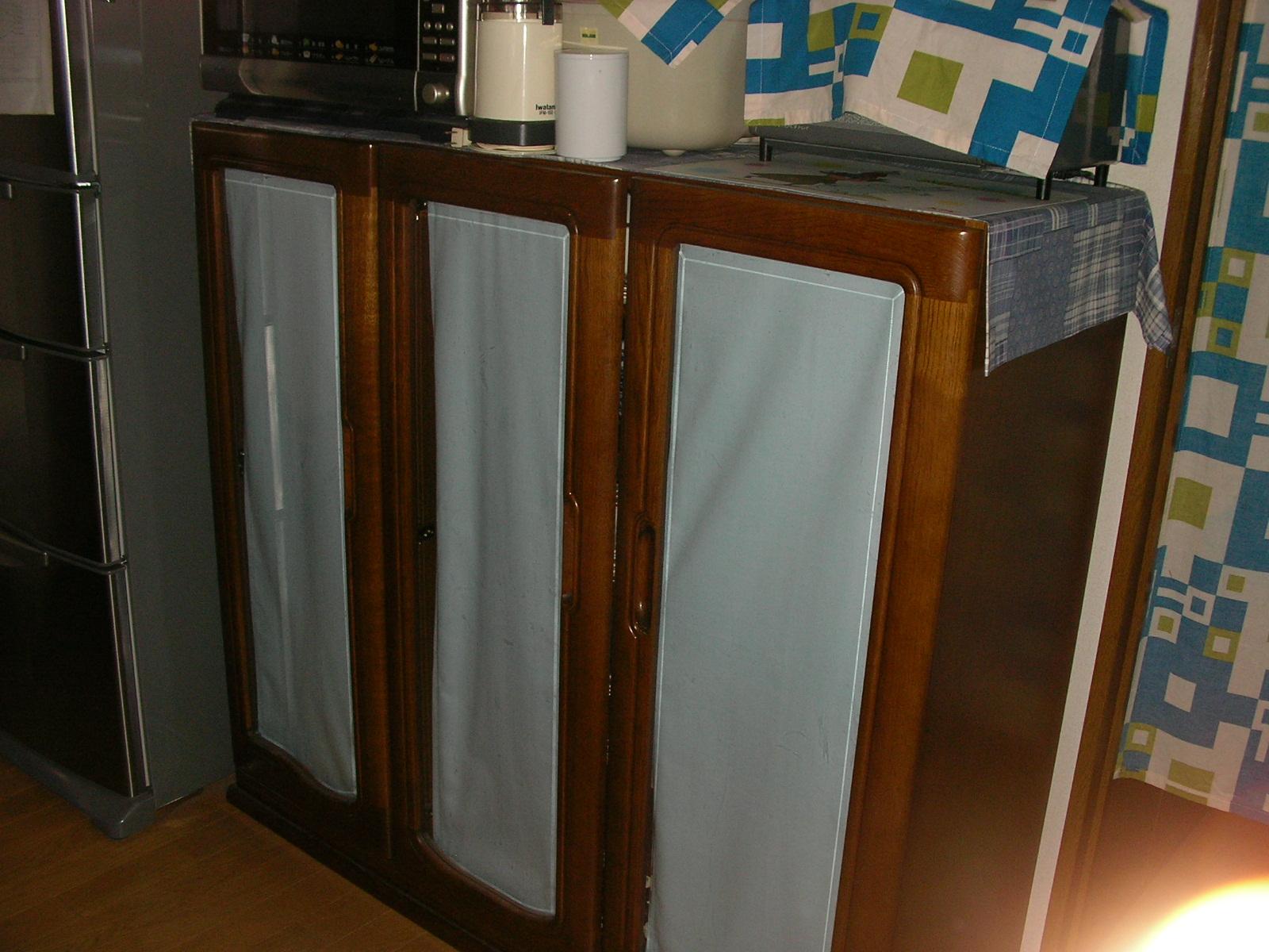 食器棚上.JPG